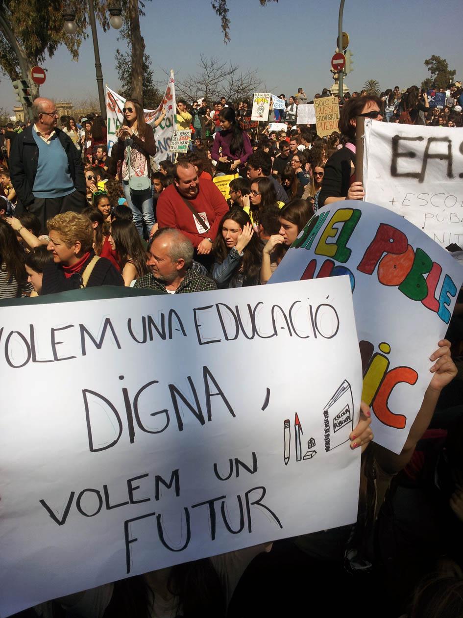 CNT dóna suport a la vaga d'ensenyament del dia 9 de maig